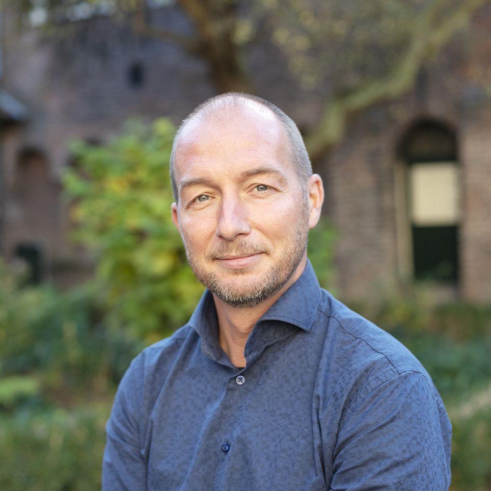 Drs. Haske van Veenendaal